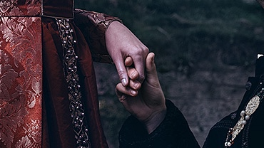 Hold a magnificent wedding
